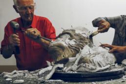 铸造过程后去除陶瓷外壳