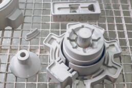 用voxeljet进行3D打印和灌注砂模。